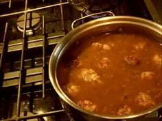 ragout de patte de cochon quebecois.wmv Chili, Good Food, Ethnic Recipes, Meatball, Pork, Mom Schedule, Fun Recipes, Cooking Food, Food