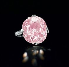 Gah, so beautiful! Dreicer and Co 9 carat pink diamond. Worth about 7 million dollars.