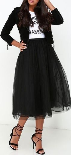 I just love this cute midi tulle skirt so so much. This is so cute with a tee shirt and sneakers