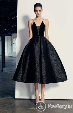 glamour ▲ alex perry la robe droite the black dress Short Dresses, Prom Dresses, Formal Dresses, Dress Prom, Dress Wedding, Wedding Shoes, Pretty Dresses, Beautiful Dresses, Mode Outfits