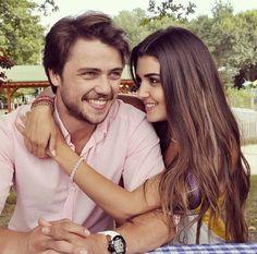 "Yaa ben bunları yerim yaa tiplere baaakkkk ""Ali ve Selin"" 😍😍😘😍😘😍😘😍😘😘😘😘😋😋😋😋😋😋 The Americans Tv Show, Scene Couples, Hayat And Murat, Love My Body, Hande Ercel, Turkish Beauty, Love Stars, Braids For Long Hair, Turkish Actors"