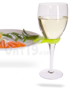 Clip so you can hold your drink and appetizers with one hand. Love it!