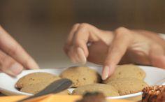 Bicarbonato de sódio, óleo de coco e melado deixam o biscoito mais sequinho e crocante