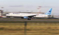 Avião russo com 224 pessoas a bordo cai no Egito http://angorussia.com/noticias/mundo/aviao-russo-com-224-pessoas-a-bordo-cai-no-egito/