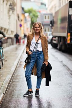 25 Ways to Make Mom Jeans Look Modern | StyleCaster