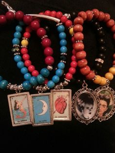 La Rosa would he perfect ! Loteria and other character bracelets. Crafts To Sell, Diy And Crafts, Loteria Cards, Kahlo Paintings, Bottle Cap Jewelry, Mexican Crafts, Day Of The Dead Art, Mexican Party, Skull Necklace