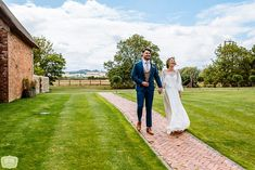 Blackwell Grange – Warwickshire Wedding Venue | Daffodil Waves Photography Blog Waves Photography, Daffodils, Wedding Venues, Blog, Beautiful, Wedding Reception Venues, Wedding Places, Daffodil, Blogging