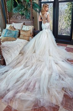The heavenly train and the seductive Rihanna, the wedding gown that will make you royal and enlighten the eyes of whom ever around you, this amazing wedding dress is beauty at its greatest. Lace Mermaid Wedding Dress, Gorgeous Wedding Dress, Princess Wedding Dresses, Dream Wedding Dresses, Bridal Dresses, Wedding Gowns, Mermaid Gown, Couture Dresses, Mod Wedding