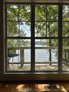 DIY Hog Wire Deck Railing Wire Deck Railing, Hog Wire Fence, Front Porch Railings, Deck Railing Design, Front Porch Design, Front Yard Fence, Deck Design, Screened In Deck, Screened Porches