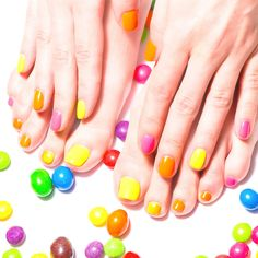 Beautiful manicure and pedicure - fashion trends, ideas, photo examples Bright Nail Polish, Bright Nails, Nail Polish Colors, House Of Beauty, My Beauty, French Nails, Avon, Manicure Y Pedicure, Nail Bar