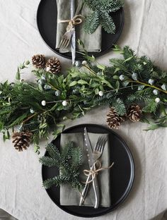 How to make a minimalist Christmas garland - Christmas table styling - Christmas styling - minimalist Christmas table Minimalist Christmas, Nordic Christmas, Xmas, Christmas Tunes, Christmas Crafts, Christmas Dining Table, Table Garland, Cool Things To Make, How To Make
