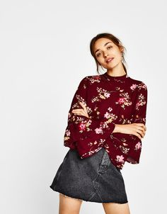 Blouse with ruffled sleeves. Discover this and many more items in Bershka with new products every week