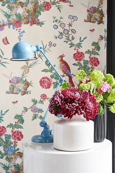 Behang Darwin - Serein uit de collectie Archive Trails van LITTLE GREENE www.littlegreene.nl. wanddecoratie | bloembehang | vogelbehang | bloemen | vogels | decoratie | interieur | interieurstyling | design | interiordesign