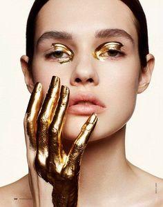 creative beauty Shoot - The TRUTH Behind Firming Body Oils Gold Makeup, Makeup Art, Beauty Makeup, Eye Makeup, Diy Beauty, Make Up Looks, Makeup Inspo, Makeup Inspiration, Photoshoot Inspiration