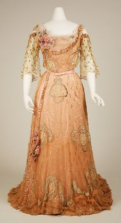 1900-1903 French silk Ball Gown. (Gift of Mr. Cornelius Vanderbilt and Mrs. Robert L. Stevens, 1953.)