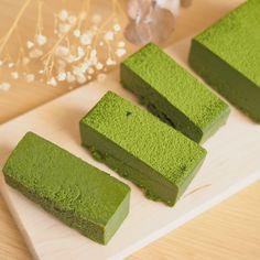 Chocolate Terrine, Matcha Dessert, Green Tea Recipes, Types Of Cakes, Matcha Green Tea, Easy Snacks, White Chocolate, Avocado Toast, Nom Nom