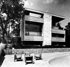 1960s Home Architecture with Outdoor Living Space
