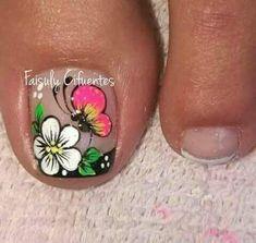 uñas decoradas #damas #uñas #vestidos #dresses #tatuadas #honor Toe Nail Art, Toe Nails, Pedicure Nails, Manicure, New Nail Art Design, Flower Nail Art, Toe Nail Designs, Small Tattoos, Diana