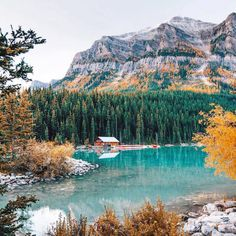 Gorgeous Photos Reveal the Stunning Colors of Fall in Canada's Lake Louise - My Modern Met