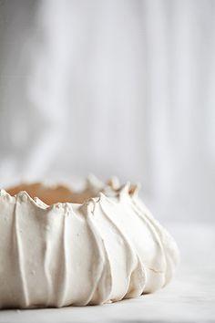Pavlova meringue by Call me Cupcake Sweet Recipes, Cake Recipes, Dessert Recipes, Call Me Cupcake, Cupcakes, Köstliche Desserts, Let Them Eat Cake, Macarons, Food Inspiration