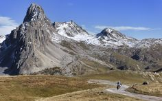"""Brake Magazine on Twitter: """"Four friends and an incredible ride in the Alps makes stunning images.   #adventure #travel  https://t.co/Fjxt5qfl13 https://t.co/90brUQ7Njr"""""""