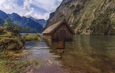 A house in water - OGQ Backgrounds HD