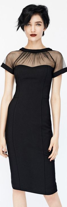 Frisuren er smuk. Kjolen ligeså. Maggy London Illusion Yoke Crepe Sheath Dress