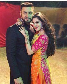 Indian Wedding Couple Photography, Indian Wedding Photos, Wedding Couple Photos, Couple Photography Poses, Couple Pictures, Bridal Poses, Wedding Poses, Wedding Couples, Cute Couples