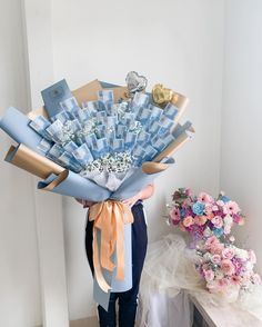 Flower Bouqet, Boquet, Diy Bouquet, Valentine Crafts, Valentines, Money Bouquet, Mom And Sister, Buckets, Jimin