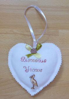 Coeur en tissu, brodé, cadeau de naissance personnalisé : Autres bébé par alsace-gourmets