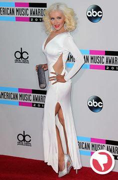 Christina Aguilera usou um longo com fenda de Maria Lucia Hohan. Apesar do look remeter ao glamour de Hollywood, não funcionou no red carpet.