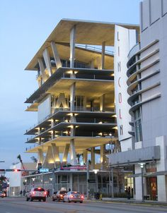 located on the west end of the street at the intersection of alton road, the five-story structure includes 300 parking spaces, retail and restaurant spaces, offices and condominiums extending through the pedestrian mall. Amazing Architecture, Interior Architecture, Lincoln Road, Rose Bay, Story Structure, Sky Garden, Civil War Photos, West End, Pedestrian
