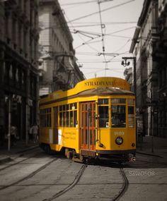 Che buongiorno sarebbe senza Tram Milano ? Foto di Saverio Recchia #milanodavedere Milano da Vedere