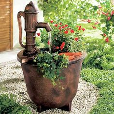 Enfeites para Jardim Externo, Interno, de Inverno Water Garden, Herb Garden, Orange Farm, Low Maintenance Plants, Water Features In The Garden, Scrap Metal Art, Water Well, Wishing Well, Patio Design