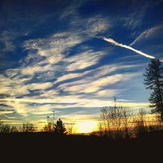 Und noch ein Abendhimmel... #abendhimmel #abendhimmelliebe #sundown #sky #skyporn #skypainters #sonnenuntergang #clouds #cloudporn #procamera #oneplusone #oneplusshot #instacamera #instalike #instaphoto #instafoto #instapicture #shotoftheday #pictureoftheday #picoftheday #fotooftheday #photo #photooftheday #foto #fotografia #followme #follow4follow by heinmatthias