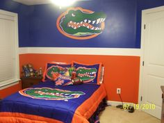 Florida Gators Room, perfect guest room, We will have this, a gator bath and a gator man cave one day! Florida Gators Room, Football Bedroom, Boys Room Design, Gator Football, Florida Gators Football, Fla Gators, Football Crafts, University Of Florida, Old Florida