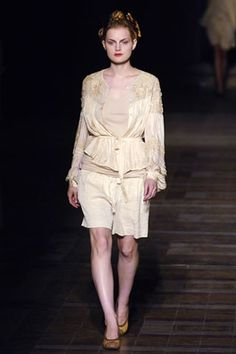 See the complete Dries Van Noten Spring 2006 Ready-to-Wear collection.