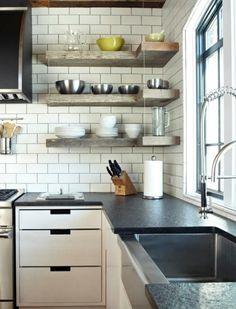 Простые угловые полки для кухни