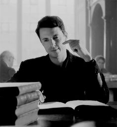 Matthew Goode as Matthew Clairmont - A Discovery of Witches Mathew Goode, Diana, Deborah Harkness, Tv Show Couples, Real Vampires, The Devil's Advocate, A Discovery Of Witches, Clermont, All Souls
