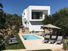 Regardez ce logement incroyable sur Airbnb : Villa Voukithro, piscine et confort - maisons à louer à Loutses