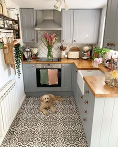 10 small kitchen ideas | Fifi McGee Small Cottage Kitchen, Cottage Kitchens, Home Kitchens, Small Cabin Kitchens, Kitchen Ideas For Apartments, Small Kitchen Decorating Ideas, Diy Kitchen Ideas, Kitchen Ideas For Small Spaces, Home Decor Ideas