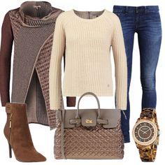 Outfit pieno di stile per la quotidianità, con cardigan mottled brown abbinato a maglione oatmeal e a jeans slim fit. Stivaletti di colore marrone, con effetto scamosciato e tacco a stiletto, borsa a mano sabbia e orologio con cinturino tartarugato completano questo look davvero glamour.