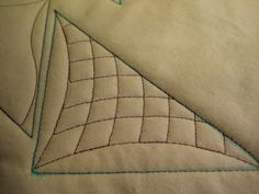 Curved crosshatching with rulers on a sewing machine. Quilting Stencils, Quilting Rulers, Longarm Quilting, Free Motion Quilting, Quilting Tips, Quilting Tutorials, Machine Quilting Patterns, Quilt Patterns, Machine Embroidery