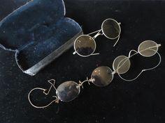 Online veilinghuis Catawiki: Drie oude leesbrillen met een doosje - metaal