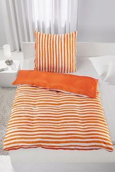 Bettwäsche aus 100% Polyester in der Farbe Orange mit Streifen. B/L: ca. 135/200cm und 80/80cm.