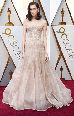 Allison Williams attends the 90th Annual Academy Awards. #bestdressed