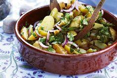 Unser beliebtes Rezept für Gekräuterter Früh-Kartoffel-Salat und mehr als 55.000 weitere kostenlose Rezepte auf LECKER.de.