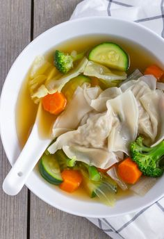 Thai Wonton and Vegetable Soup. Homemade Wontons elevate this simple vegetable soup thats packed with good for you ingredients. Soup Recipes, Vegetarian Recipes, Cooking Recipes, Healthy Recipes, Cooking Tips, Thai Cooking, Asian Soup, Turkey Soup, Nutritious Snacks