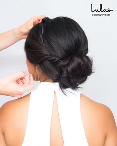 Hair How-To Try This Low Textured Bun With a Twist for Your Next Special Occasion Hair How-To Try This Low Textured Bun With a Twist for Your Next Special Occasion Lulus lulusdotcom DIY 038 How-To s nbsp hellip Bun videos formal Easy Bun Hairstyles, Wedding Bun Hairstyles, Wedding Hairstyles Tutorial, Formal Hairstyles, Low Bun Wedding Hair, Bridal Hair Buns, Wedding Hair And Makeup, Special Occasion Hairstyles, Tips Belleza