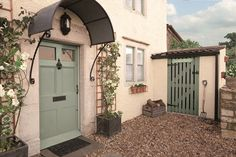 Use Weathershield Smooth Masonry paint in Jasmine White on the walls and Weathershield Exterior Satin Paint in Green Glade on the doors and windows to get this country chic look.